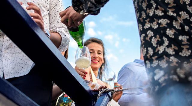 Winelovers boros kóstoló a Dunán a Budapest Hajó fedélzetén. Rendezvény Magazin 2019