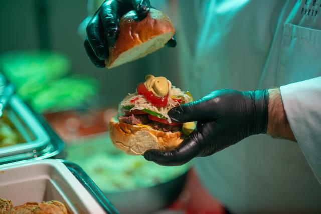 Volenter István hamburgere rendezvényen készítve és kínálva