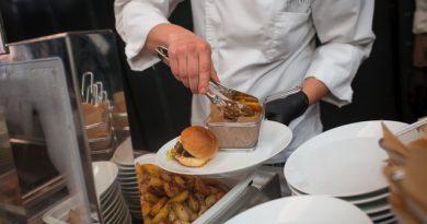 A hamburger egy sikeres rendezvény tökéletes gasztronómiai és látványeleme is lehet. Rendezvény Magazin 2019.