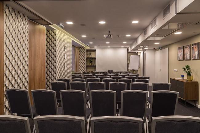 A Budapest Belvárosban található Hotel Memories**** konferenciaterme. Rendezvény Magazin 2019.