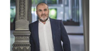 Herczeg Zoltán a Dining Guide TOP100 Étteremkalauz kiadásáól a GasztoMagazin hasábjain. GasztroMagazin 2020.