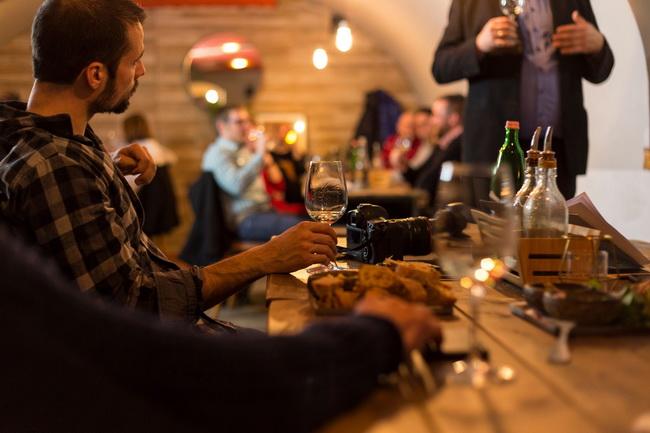 A borrendezvény helyszíne, a Vino Piano Borbár. Rendezvény Magazin 2020.