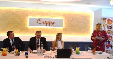 A Creppy Center átadására szervezett sajtótájékoztató főszereplői: Miskolc polgármestere Veres Pál, Miskolc jegyzője, Oszlánczi Réka tulajdonos és Terdik Adrienne PR-tanácsadó. Rendezvény Magazin 2020.